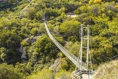 Zawieszenie most przez Zaniechanego jamy miasta Khndzoresk zdjęcia royalty free