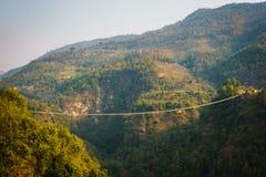 Zawieszenie most w Nepal obrazy royalty free