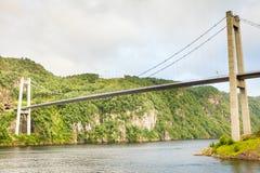 Zawieszenie most w Norwegia fotografia stock