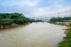 Zawieszenie mosta rzeka Laos zdjęcia stock