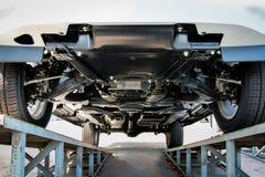 Zawieszenie samoch?d, zawieszenie furgonetka na statywowym samochodowym przedstawieniu zdjęcie royalty free
