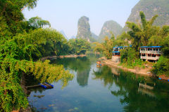 Zawietrzna rzeka w Yangshuo. Chiny. Zdjęcie Stock