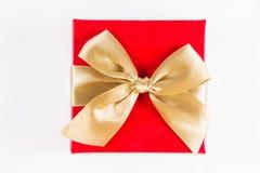 Zawijający prezent z złotym faborkiem zdjęcie stock