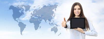 Zawody międzynarodowi podróży i kontaktu pojęcia uśmiechnięta kobieta z jak obraz stock