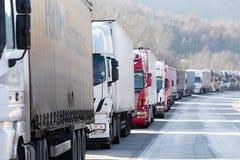Zawody międzynarodowi transportu ciężarówki blokują od granicy Fotografia Royalty Free