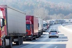 Zawody międzynarodowi transportu ciężarówki blokują od granicy Zdjęcia Stock