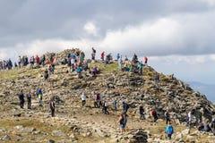 ZAWOJA, POLEN - SEPTEMBER 16, 2018: Mensen op de bovenkant van Babia Gora - Diablak - de hoogste berg in Poolse Beskid-Bergen stock fotografie