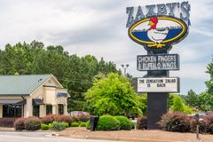 Zaxby-` s Restaurant-Äußeres und Logo des eingetragenen Warenzeichens Lizenzfreie Stockfotografie