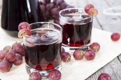 Zazębiony Czerwony Gronowy sok Zdjęcie Royalty Free