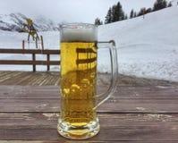 Zazębiony kubek piwo Zdjęcie Royalty Free