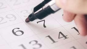 Zaznaczał siódmego 7 dzień miesiąc w kalendarzowych transformatach OPRÓCZ w DAKTYLOWEGO tekst zdjęcie wideo