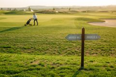 zaznaczać dziury na polu golfowym Obraz Royalty Free