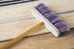 Zazzera sul pavimento di legno, Fotografie Stock Libere da Diritti