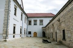Zbarazh,乌克兰- 2017年7月06日:中世纪堡垒在Zbarazh,捷尔诺波尔地区,西部乌克兰(城堡全景) 免版税库存照片