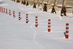 Zbawcza bariera zakrywająca z śniegiem Fotografia Stock