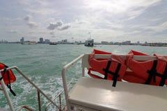 Zbawcza kamizelka ratunkowa na ferryboat żeglowaniu w morzu Obraz Royalty Free