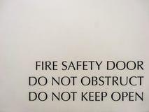 Zbawczy pożarniczego wyjścia znak Fotografia Stock