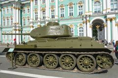 Zbiornik T-34 na pałac kwadracie w St Petersburg na 11 Sierpień 20 Zdjęcie Stock