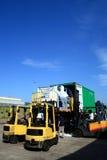 zbiornik wyładowywa ciężarówkę. obraz royalty free