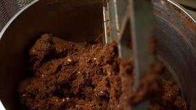 Zbiornik wypełniający z brown ciastem zbiory wideo