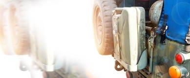 Zbiornika i opony dodatkowe części wojsko ciężarówki obiektyw migoczą technikę Fotografia Royalty Free