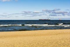 Zbiornika statek na wysokich morzach Obraz Royalty Free
