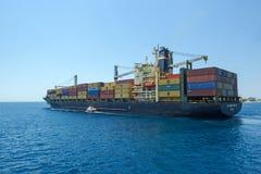 Zbiornika statek przy Grecja Obrazy Royalty Free