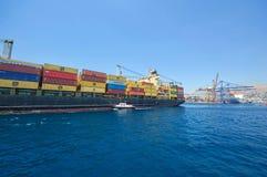 Zbiornika statek przy Grecja Fotografia Royalty Free