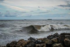 Zbiornika statek przy morzem podczas burzy Zdjęcia Stock