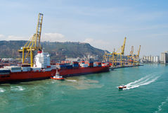 Zbiornika statek przygotowywający wyładowywać zbiornika w Barcelona Hiszpania Obrazy Stock