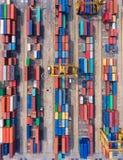 Zbiornika statek w importa eksporcie i biznes logistycznie Żurawiem, Zdjęcia Royalty Free