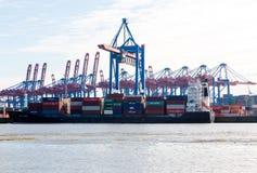 Zbiornika statek w porcie Hamburg, znać jak Obrazy Stock