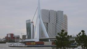 Zbiornika statku omijania most w Rotterdam zbiory