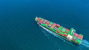 Zbiornika statku przewożenia zbiornik dla importa, eksport i biznesowy transport statkiem w otwartym morzu, logistycznie i fracht zdjęcia stock