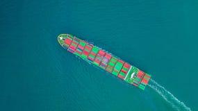 Zbiornika statku przewożenia zbiornik dla importa, eksport i biznesowy transport statkiem w otwartym morzu, logistycznie i fracht obrazy stock