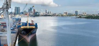 Zbiornika terminal i miasto krajobraz Zdjęcia Royalty Free