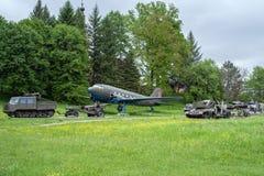 Zbiorniki i samolot w Militarnym muzeum w Svidnik, Sistani Obraz Stock