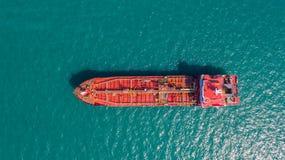 Zbiornikowiec do ropy, benzynowy tankowiec w wysokim morzu Rafineria przemysłu ładunku statek, widok z lotu ptaka, Tajlandia, w i fotografia stock