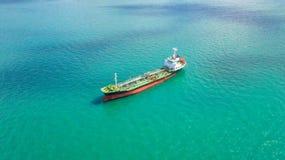 Zbiornikowiec do ropy, benzynowy tankowiec w wysokim morzu Rafineria przemysłu ładunku statek, widok z lotu ptaka, Tajlandia, w i obrazy royalty free