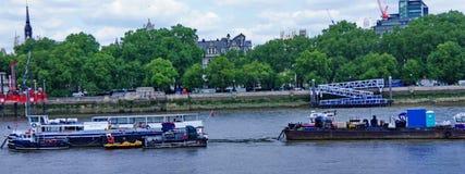 Zbiornikowiec do ropy w Thames rzece obraz stock