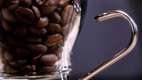 Zbliżenie Kawowe fasole W kawy espresso szkle zdjęcie royalty free