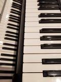 zbliżać się klawiaturę, tło i teksturę muzykalnych, obraz stock
