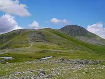 Zbliżać się Zielonego i Wielkiego szczyt, Jeziorny okręg Zdjęcia Royalty Free