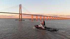 Zbliża się tugboat w Rio Paranà ¡, Santa Fe, Argentyna zbiory wideo