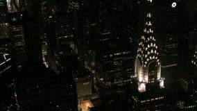 Zbliża wewnątrz Chrysler budynku nighttime antenę zdjęcie wideo