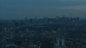 Zbliża wewnątrz nyc środka miasta Manhattan antenę zdjęcie wideo