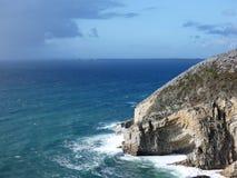 Zbliżający się podeszczowe chmury widzieć od niewygładzonego wybrzeża Finistère w Brittany zdjęcia royalty free
