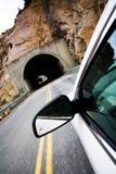 zbliżamy się do tunel samochodowy zdjęcie stock