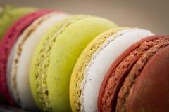 Zbliżeń kolorowi macarons obrazy royalty free
