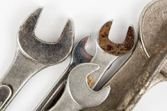 Zbliżeń narzędzi makro- używać stary wyrwanie nad białym tłem Fotografia Stock